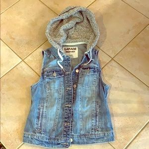 Garage denim vest with sweatshirt hood